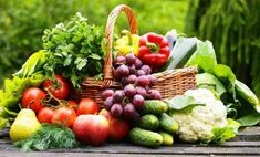 Plant based diet is a diet that consists of fruits, vegetables, legumes, whole grains, nuts and seeds. Many health benefits of a plant based diet. Why Vegetarian, Veggie Diet, Legume Bio, Eat Fruit, Foods To Avoid, Calories, Plant Based Diet, Best Diets, Fruits And Vegetables