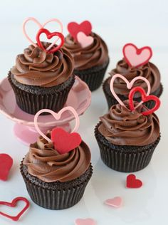 #Chocolate Valentine�s Heart Cupcakes I love this.. :) Thanks for the share http://forpinners.blogspot.com/