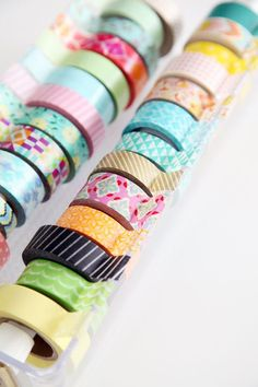 Do you have rolls and rolls of Washi Tape or decorative tape?check out these creative Washi Tape Organizing DIY Projects Diy Washi Tape Organizer, Diy Washi Tape Dispenser, Washi Tape Crafts, Diy Crafts, Washi Tapes, Diy Washi Tape Storage, Tapas, Craft Room Storage, Craft Organization