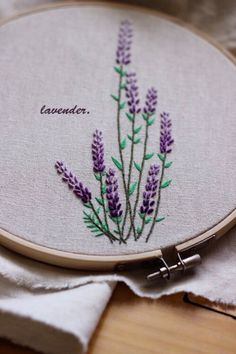 Wonderful Ribbon Embroidery Flowers by Hand Ideas. Enchanting Ribbon Embroidery Flowers by Hand Ideas. Embroidery Sampler, Embroidery Flowers Pattern, Simple Embroidery, Learn Embroidery, Hand Embroidery Stitches, Embroidery Needles, Embroidery Hoop Art, Hand Embroidery Designs, Ribbon Embroidery