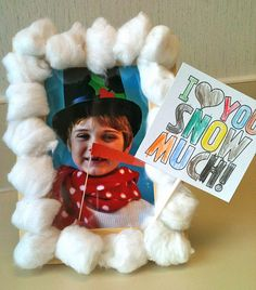 Photo snowman idea to a cute card - possible idea for the winter party. Could have the teacher take pictures and print before the party. Preschool Christmas, Christmas Crafts For Kids, Christmas Activities, Christmas Fun, Winter Activities, Holiday Crafts, Preschool Winter, Xmas, Toddler Christmas