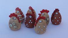 Velikonoční dekorace :: Keramická dílna Radoslavy Vrabcové Ceramic Rooster, Ceramic Birds, Ceramic Clay, Ceramic Pottery, Clay Art Projects, Clay Crafts, Sculptures Céramiques, Bird Sculpture, Ceramic Chicken