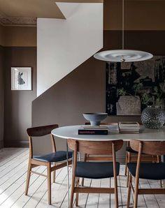 Dark Brown Bedrooms, Dark Brown Walls, Dark Brown Furniture, Dining Room Design, Dining Room Furniture, Brown House, Brown Kitchens, Brown Interior, Best Kitchen Designs