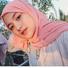 Hijabi Manja: Beautiful Hijab Dara Full of Romance Beautiful Hijab Girl, Beautiful Muslim Women, Moslem, Simple Hijab, Modern Hijab Fashion, Muslim Beauty, Indonesian Girls, Girl Hijab, Hijab Outfit