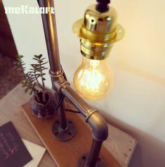 Lampe en acier plomberie bonhomme tete ampoule chaussures