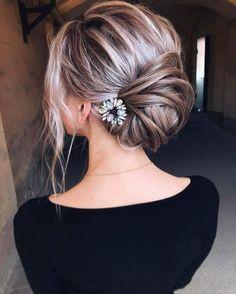 Embellished chignon. △@BIBIJOUX