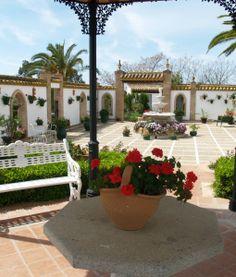 Cortijo Hacienda Nueva in Seville. Location Vacances Andalousie Andalusia, Private Pool, Pergola, Spain, Outdoor Structures, Holiday, Haciendas, Vacations, Outdoor Pergola
