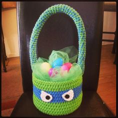 If you wish to make and then sell afghans to make a little extra cash the Lancaster afghan could possibly be the afghan for you. Crochet Christmas Garland, Holiday Crochet, Easter Crochet, Cute Crochet, Crochet Crafts, Crochet Baby, Crochet Projects, Crochet Ideas, Easter Projects