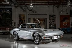 The 1963 Chevrolet Corvette Stingray is perhaps the most famous American sports car ever built. Leno's copy is a meticulously restored 1963 coupe with the iconic split rear windows. Old Corvette, Classic Corvette, Chevrolet Corvette Stingray, Chrysler Turbine, Bugatti Type 57, Patton Tank, American Sports, Car Ins, Cool Cars