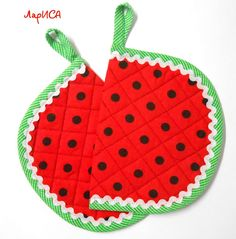 Мои прихватки - Лариса Смирнова - Веб-альбомы Picasa Patchwork Quilt, Crochet Quilt, Fall Crafts, Diy And Crafts, Fabric Crafts, Sewing Crafts, Watermelon Crafts, Quilted Potholders, Place Mats Quilted