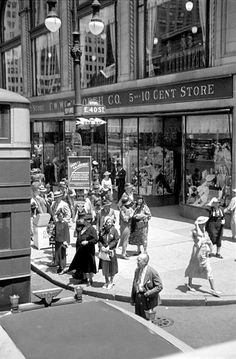 F. W. Woolworth Co. 5 and 10 Cent Store ~ E. 40th St. & 5th Ave., NYC (1935)