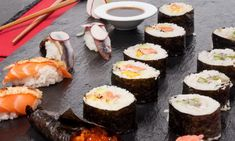 Receta de Sushis varios Sashimi, I Love Food, Tapas, Cooker, Seafood, Rolls, Menu, Yummy Food, Dishes