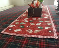 Quilted christmas table runner. 1mt. #christmas #christmas decoration #table runner #christmas runner #quilted #quilt #birds #handcraft #newyear #chatbirdy