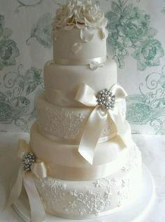 Vintage wedding cake. Beautiful.