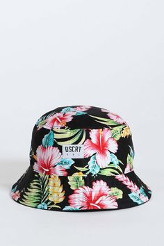 Discrete's hibiscus printed Bucket Hat is so tropical, be prepared for a cruise ship to dock on your face. Cute Beanies, Cute Hats, Outfits With Hats, Cute Outfits, Hats Tumblr, Bucket Hat Outfit, Fisherman's Hat, Stitch Fix Outfits, Baby Hats