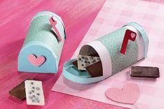 Cómo hacer un buzón de chocolates - - MaggiChef Diy Crafts For Adults, Diy Home Crafts, Easy Diy Crafts, Diy For Kids, Cute Birthday Gift, Friend Birthday Gifts, Diy Birthday, Diy Gifts For Mothers, Mothers Day Crafts