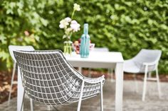 Let me taste that Summer white. 🌞🍹⠀ ⠀ PHOTO by Varaschin / Lounge Chair SUMMERSET⠀ ⠀ #furnituredesign #summer #exclusive #designboom #love #designlovers #party #archilovers #instacool #design #outdoorliving #interiordesign #chairs #garden #gardenfurniture #relax #lounger #outside #chair #seating #modernchair #contemporarydesign #exteriordesign #homedecor #patiofurniture #outdoordecor #outdoorfurniture #outdoor #gardenlife #whiteinteriors Wicker Porch Furniture, Dining Furniture Sets, Wicker Chairs, Home Decor Furniture, Outdoor Furniture, Outdoor Decor, Outdoor Sofas, Garden Sitting Areas, Italian Furniture Brands