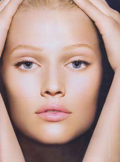 Toni Garrn dewy makeup