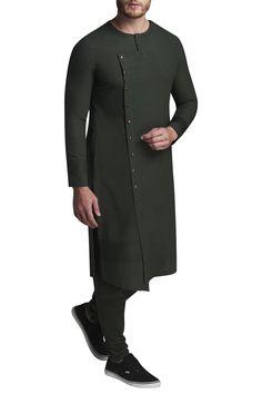 Buy Asymmetric kurta set by Suta & Co - Men at Aza Fashions African Wear Styles For Men, African Dresses Men, African Men, Gents Kurta Design, Boys Kurta Design, Mens Indian Wear, Indian Men Fashion, Mens Fashion, Fancy Kurta For Men