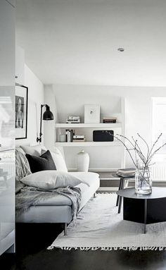 99 simple and elegant scandinavian living room decor ideas (35)
