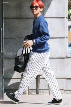 [OFF-STAGE] 160507: BTS V (Kim Taehyung) #bts #bangtan #bangtanboys #fashion… Taehyung Red Hair, V Taehyung, Airport Look, Airport Style, Bts Airport, Airport Fashion, Bts Kim, Bts Inspired Outfits, Most Handsome Men