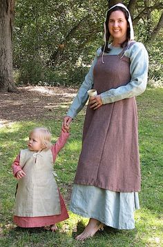 Gown, Viking apron (Hangeroc), 'Wooly' fabric