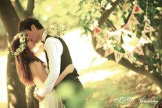 首先, 先讓大家認識一下我們的婚紗攝影工作室 .com wedding studio 這個工作室是由攝影大師叔康及他的妻子也是名造型師米嘉所組成的 在我拜讀了他們的Blog, 由米嘉所寫關於對婚禮的文章之後 我就深深的被他們對婚禮獨特的想法及婚紗攝影的專業...