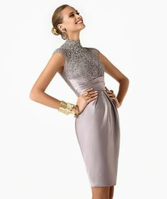 Vestido corto con tonos en plata muy favorecedor de Pronovias