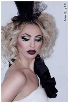Heavy Costume Makeup with Amazing Eyelashes! Couture.