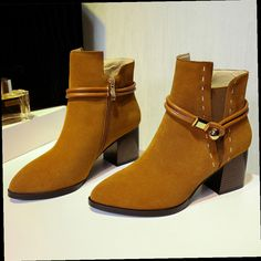 54.12$  Watch now - http://alijut.worldwells.pw/go.php?t=32698385958 - 2016 Women's Winter Ankle Boots With Heels Thick Low Heel Comfortable Short Booties Genuine Leather Brand Designer Buckle Shoes 54.12$