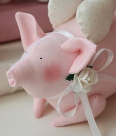 Vicky und Ricky: Tilda Pig and Heart Pig Crafts, Diy And Crafts, Happy Pig, Christmas 24, Cooling Blanket, This Little Piggy, Flying Pig, Shabby Chic Style, Stuffed Toys Patterns