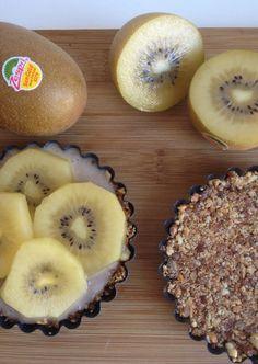 Raw kiwi banana tarts http://wateetjedanwel.nl/raw-kiwi-bananen-taartjes/