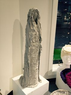 Maria-tekstil belagt m betong Lace Wedding, Wedding Dresses, Cement, Sculptures, Fashion, Bridal Party Dresses, Wedding Gowns, Bridesmade Dresses, Fashion Styles