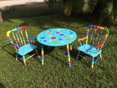 Child's table and chairs! Just adorable!