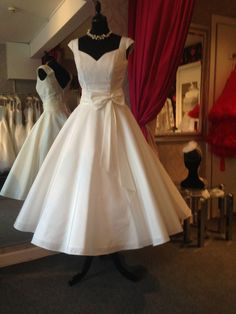 1950s 60s Tea Length Wedding Dress IVY UK 10 Vintage 50s Calf Short Bridal Gown