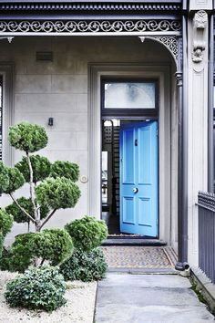 A Bright Blue Front Door Promises Something Special Inside This Victorian Terrace In Where A Modern Rear Extension Brings A Whole New Dimension To The Home. Photograph: Derek Swalwell Australian House and Garden Terraced House, Modern Victorian, Victorian Homes, Victorian Terrace House, Terrace House Exterior, Beautiful Front Doors, Interior Design Photography, Architecture Design, Fashion Architecture