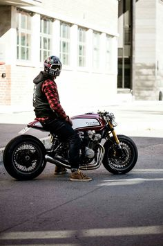 Beautiful Honda Cafe Racer built by Tux Customs from Norway. One of the best Cafe Racers we've seen for a long time. Cafe Racer Honda, Cafe Racers, Cb 750 Cafe Racer, Modern Cafe Racer, Cafe Racer Style, Custom Cafe Racer, Cafe Racer Build, Cafe Racer Motorcycle, Cafe Style
