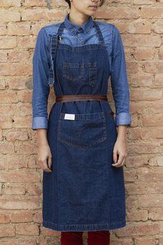 Avental Handyman em jeans pesado 100% algodão, lavagem estonada e detalhes em couro