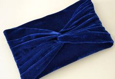 Do it yourself velvet clutch ~ the page is in Italian though :)