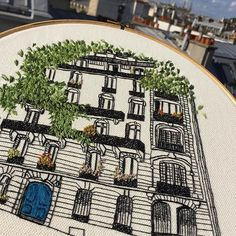 Good news! This piece is finally up in the shop! Feel free to follow the link in the profile or send me a DM if you have any questions 🌞  .  .  .  #em_hm #patternvilla #handmadeloves #handmade #handmadeembroidery #embroidery #embroideryart #threadart #threadartist #parisianbuilding #architecture #architectureart #fiberart #contemporaryembroidery #contemporaryarchitecture #handembroidery #broderie #bordado #paris #parisart