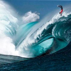 Surfing holidays is a surfing vlog with instructional surf videos, fails and big waves No Wave, Water Waves, Sea Waves, Sea And Ocean, Ocean Beach, Photo Surf, Big Wave Surfing, Surf Wave, Surfing Pictures