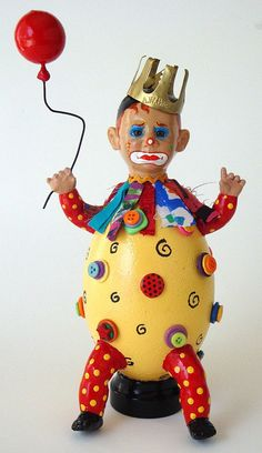 ButtonArtMuseum.com - This sad clown is an assemblage figure