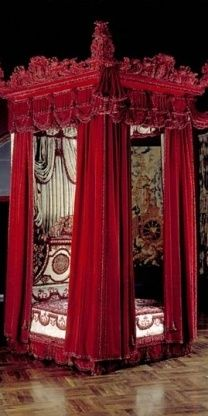 red #Gothic bed