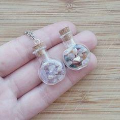 Edelstein-Glas-Flasche-Halskette.  Edelstein-Schmuck. Kristallschmuck. Amethyst Schmuck. Quarz-Schmuck. Kristall-Kette. Amethyst Kristall