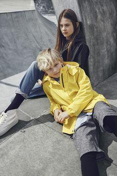 For the young and the brave! – updated kids rainwear from the new danish label SWAYS.  Photo by Jannick Boerlum. Read more in MILAN Magazine: http://www.milan-magazine.de/sways-kinder-regenjacken/    #sways #rains #arainsoriginal #ss16 #rainwear #regenkleidung #rainjacket #regenjacke #theyoungandthebrave #modernadventurer #outdoor #thegreatoutdors #JannickBoerlum #fashionphotography #kidswear #kidsfashion #fashionforkids #childrensfashion #kindermode