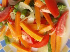 Lato sprzyja odchudzaniu i zdrowemu odżywianiu. Potrawy z warzyw są niskokaloryczne, dostarczają niezbędnych witamin i składników mineralnych, a jednocześnie wspaniale orzeźwiają.