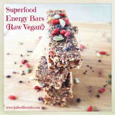 --:en-->Superfood Energy Bars (High in Vegan Protein!--:nl-->Superfood Energy Bars (High in Vegan Protein! Raw Vegan Desserts, Raw Vegan Recipes, Vegan Treats, Vegan Snacks, Healthy Snacks, Heathy Sweets, Eat Healthy, Healthy Recipes, Vegan Energy Bars