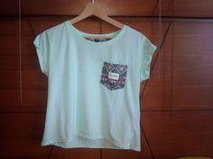Camiseta (kaotiko ) combinar - unas mallas o pantalones cortos *tejanos*  zapatos - clásicos   accesorios - pulsera ⌚ collar exc......