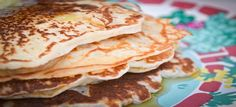 Een lekker koolhydraatarm ontbijtgerecht, roomkaas pannenkoeken. Om de roomkaas pannenkoeken nog lekkerder te maken kan je er wat vers fruit bij serveren.