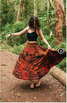 Langer Rock mit Elefanten-Print im Boho-Hippie-Zigeuner-Stil Long skirt with elephant print in boho-hippie gypsy style Red flannel, paired miBoho chic style sleeved pullover with Boho Hippie, Hippie Rock, Looks Hippie, Bohemian Skirt, Gypsy Skirt, Boho Dress, Modern Hippie, Boho Gypsy, Hippy Dress